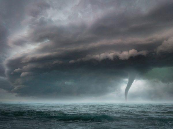 ताउते का कहर : नौसेना ने तूफान में फंसे बजरे पर सवार 146 लोगों को बचाया, बाकियों की तलाश जारी